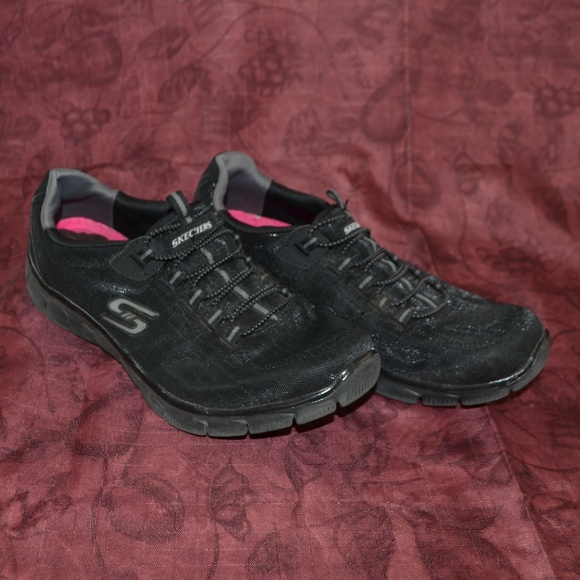 Skechers relaxed fit NWOT blue Skechers relaxed fit air